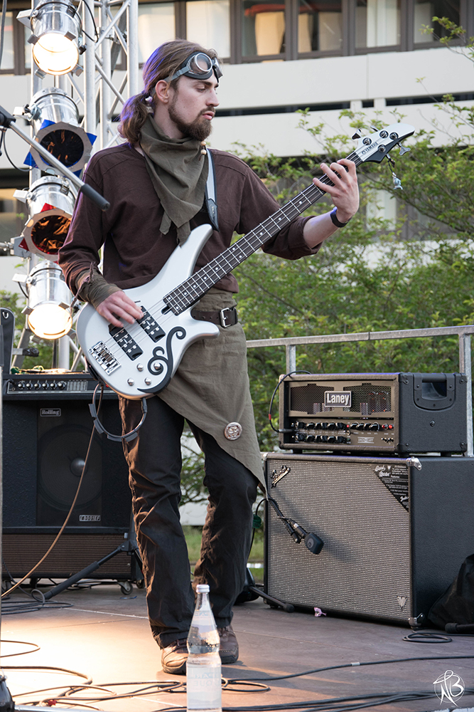 07 Full metal bassist.jpg